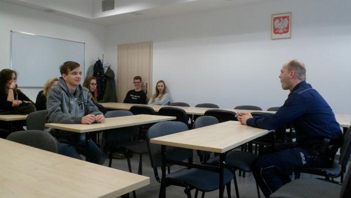 Wizyta licealistów w szubińskim komisariacie policji