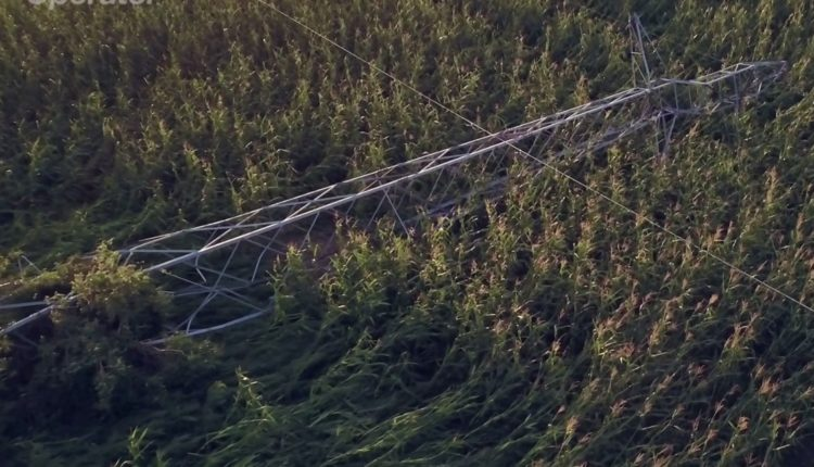 Enea Operator: Zniszczona przez nawałnicę linia wysokiego napięcia 110 kV Szubin-Paterek już pod napięciem