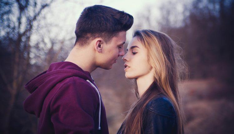 """Magia pierwszego pocałunku. """"Często tworzymy sobie scenariusz, jak on ma wyglądać"""""""