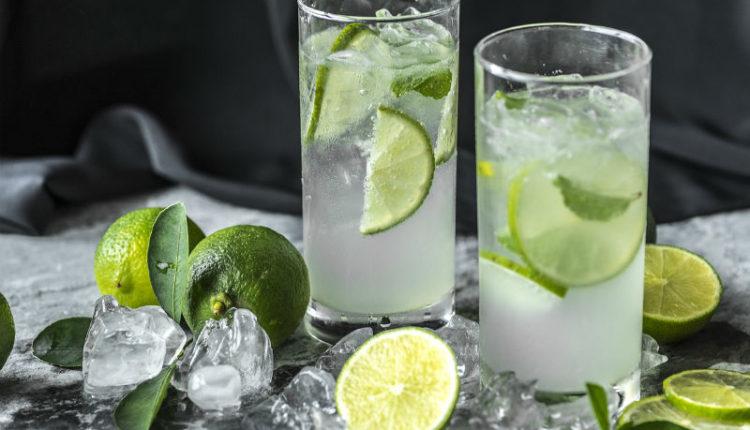 Co i ile pić, aby zaspokoić pragnienie w trakcie upałów?