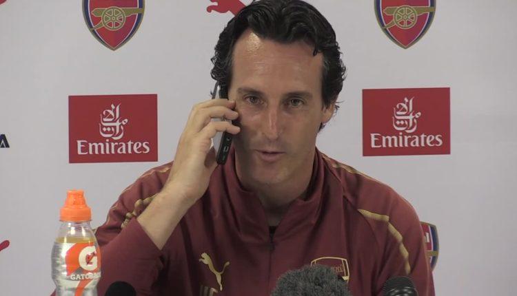 """Wpadka podczas konferencji prasowej Arsenalu. Jednemu z dziennikarzy zadzwonił telefon: """"Dzień dobry, tu Unai Emery. Pracujemy"""""""