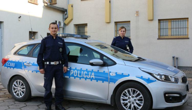 Policjanci ze Żnina eskortowali do szpitala poważnie rannego meżczyznę