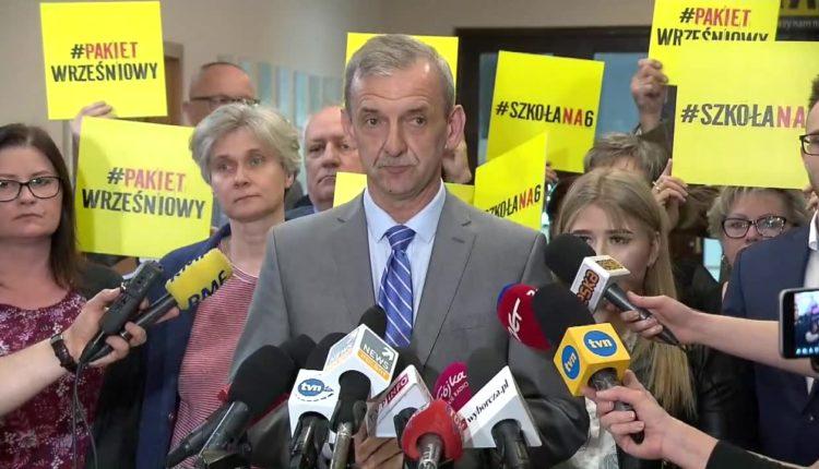 S. Broniarz: Zawieszamy strajk. Dajemy premierowi czas do września