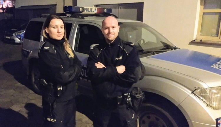 Na porodówkę w eskorcie żnińskich policjantów