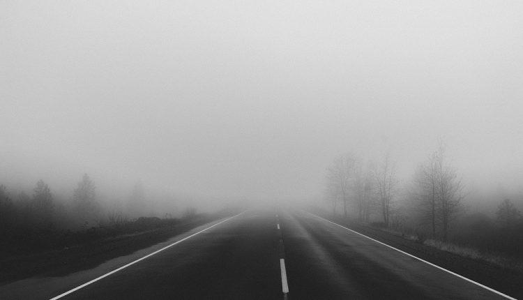 W nocy możliwa gęsta mgła. IMGW wydało ostrzeżenie