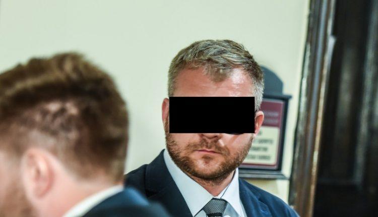 Skazany za znęcanie się nad żoną były radny PiS Rafał P. na razie nie trafi do więzienia. Nie płaci alimentów na dzieci