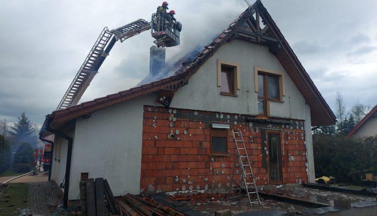 Pożar domu w Szubinie. Spłonęło poddasze