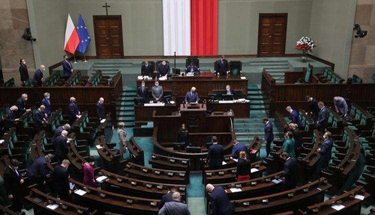 Sejm uchwalił nowelizację ustawy o Karcie Dużej Rodziny