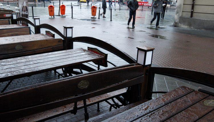 CBRE: po pandemii mniej restauracji w centrach handlowych, więcej przy ulicach handlowych