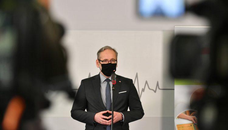 Niedzielski: trzecia fala pandemii słabnie; priorytetem odbudowa zdrowia Polaków