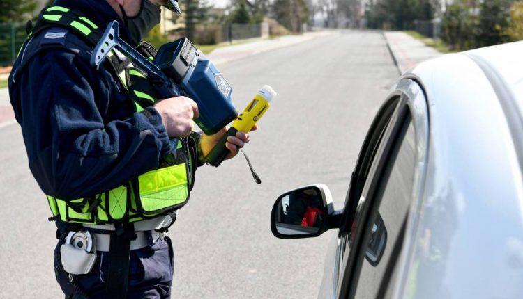 KSP: w niedzielę policjanci przeprowadzili ponad 450 kontroli drogowych; nałożono 250 mandatów