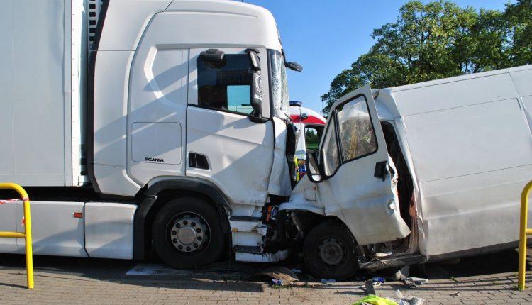 Tragiczny wypadek w Mogilnie. Nie żyje jeden z kierowców uczestniczących w wypadku